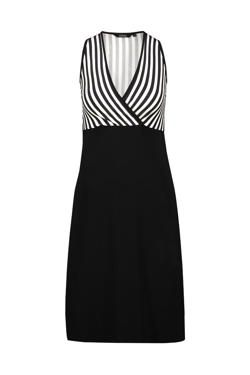 De Dress Summer is een heerlijke jurk voor de zomer. Het is een zeer comfortabele jurk met accenten om de sterke punten van het vrouwelijk lichaam te benadrukken.   Materiaal: 95% viscose, 5% elastaan.