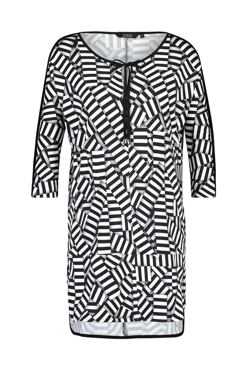 Luxe tuniek in stripe print. deze tuniek heeft een loose fit en valt over de heup. 3/4 mouw 95% viscose 5% elastaan