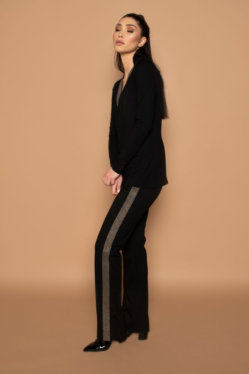 Deze Pants Glam gebaseerd op de Pants City heeft net dat beetje extra. Met de mooie glitterband aan de zij/voorkant van de broek geeft het extra charme aan je outfit.