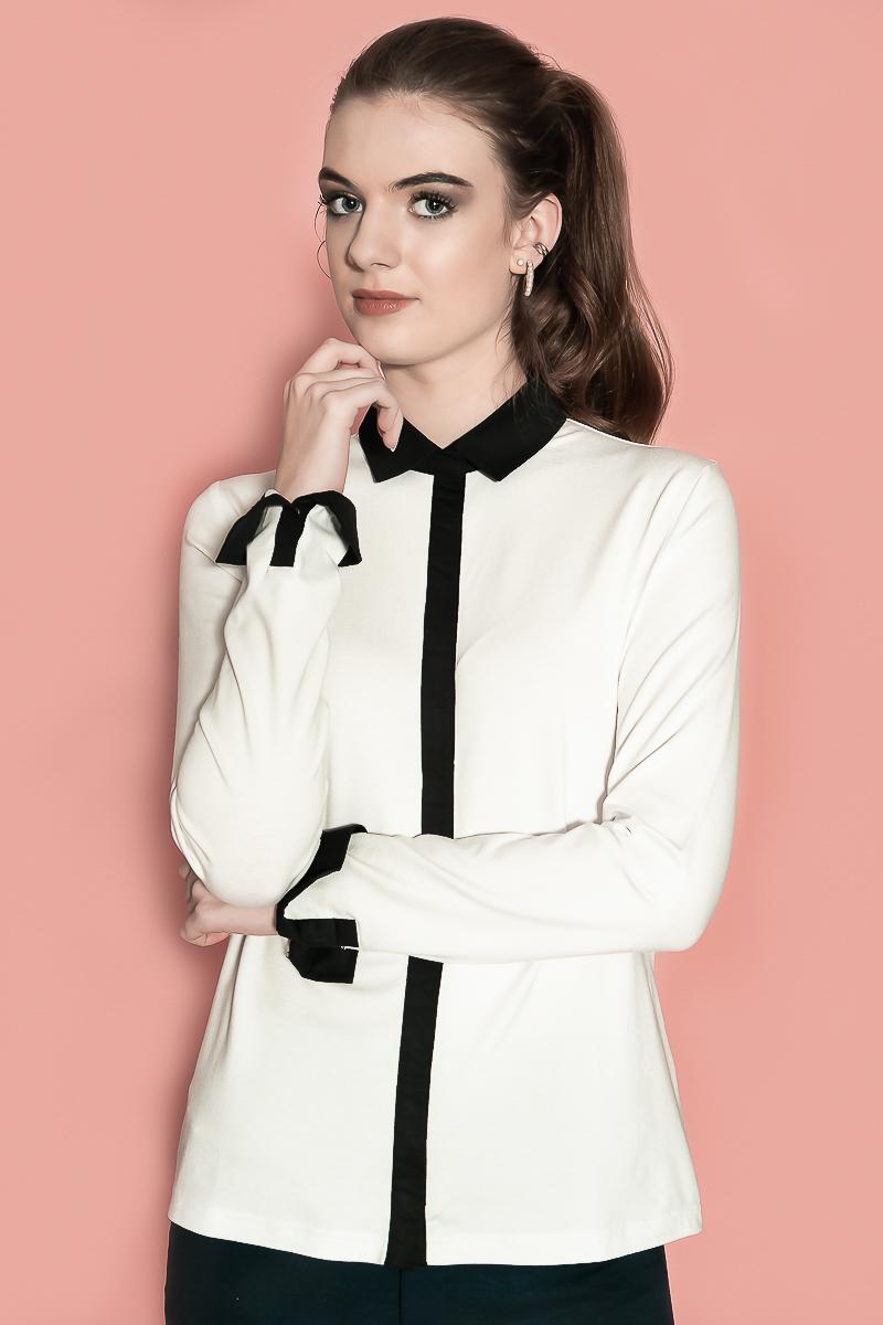 De Chiarico X Blouse Joy Duo is bestemd voor de lange vrouw en zit wat losser om het lichaam heen. De drukkers zijn dicht op elkaar geplaatst, waardoor de blouse niet open gaat staan of gaat gapen bij de buste. Mouwlengte: Lange mouw. Materiaal: 95% viscose 5% elastaan.