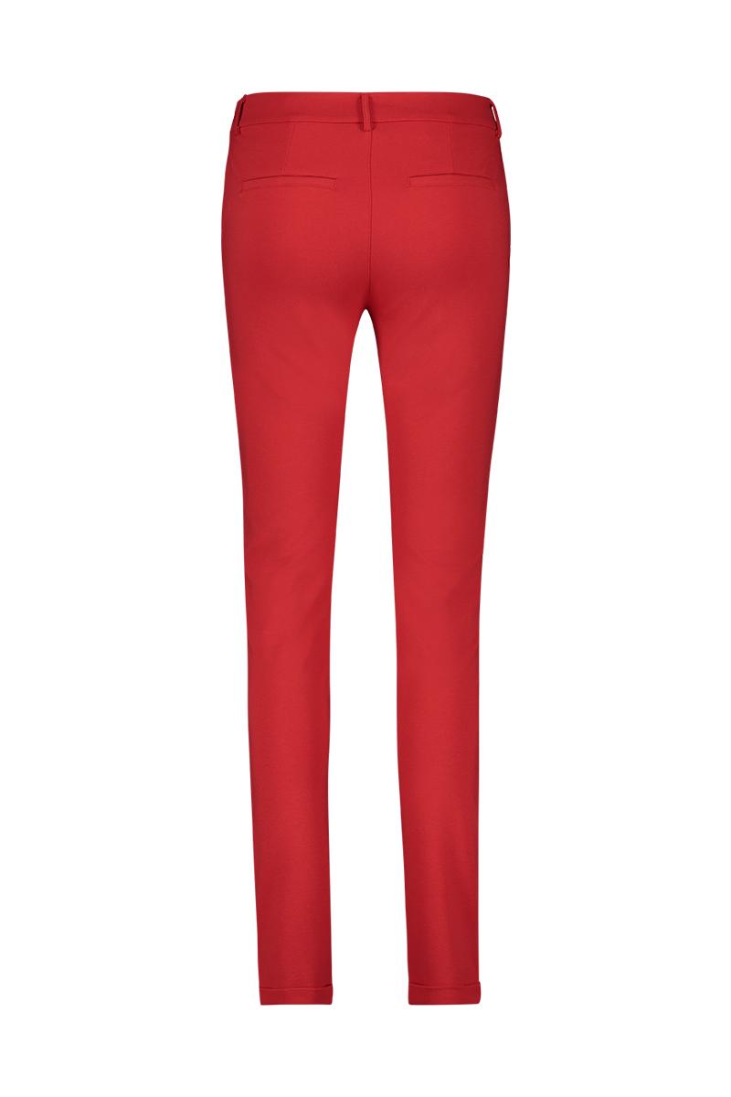 Aansluitende broek met zakken. tight model.