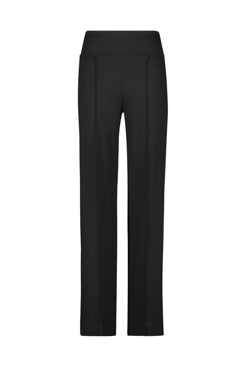 De Pants Wide Punto is comfortabel, stijlvol en zeer veelzijdig. Door de dubbele tailleband pakt het de hele buikpartij aan. De broek heeft wijde pijpen, een zak voor en twee zakken achter. - Materiaal: 95% viscose, 5% elastaan.