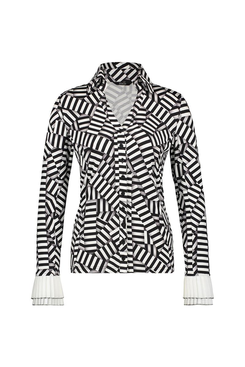 Deze Blouse cuff stripe pr. is de perfecte toevoeging aan elke garderobe, gedragen in een broek of gecombineerd met een modieuze blazer. De blouse heeft getailleerde lange mouwen met manchetten, een opvallende opstaande kraag en een traditionele knoopsluiting. Materiaal: 95% viscose, 5% elastaan.
